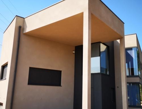 Rehabilitación de fachadas de chalet con corcho proyectado